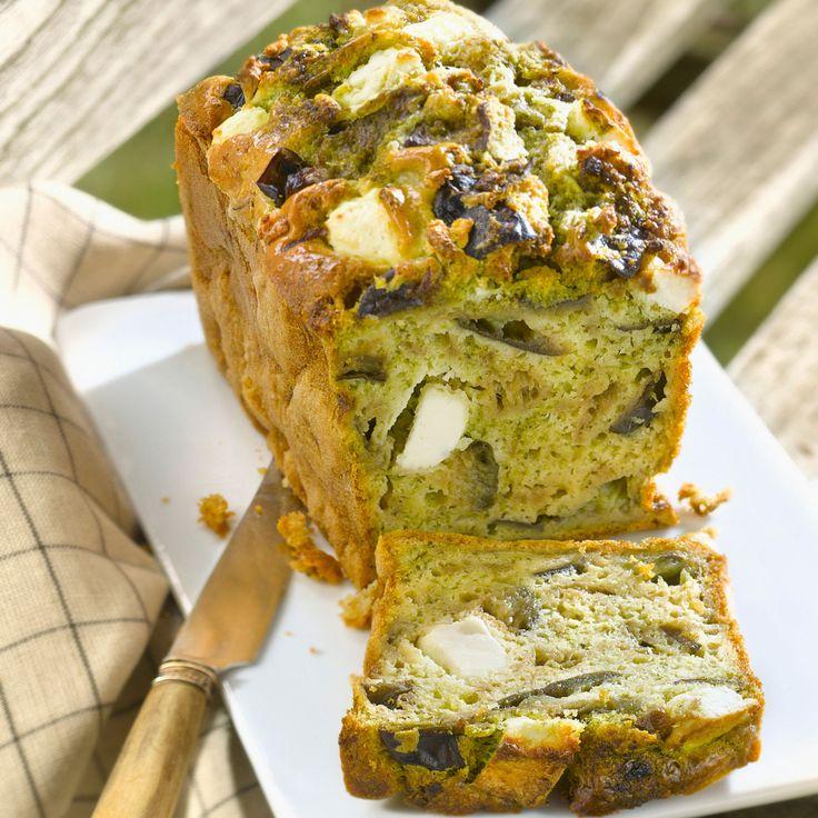 Découvrez la recette Cake aux aubergines, pesto et feta sur cuisineactuelle.fr.