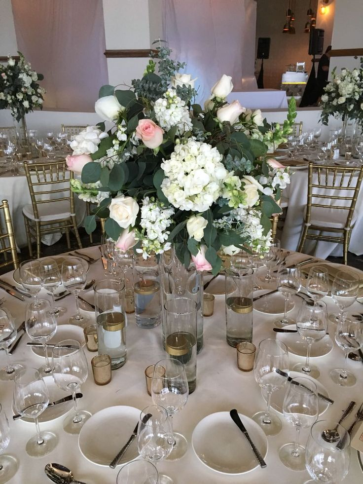CBC417 wedding Riviera Maya tall centerpieces with white, light pink flowers and greenery/ centro de mesa alto con flores blancas rosa claro y follajes