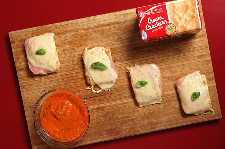 Ατομικές πίτσες με Cream Crackers