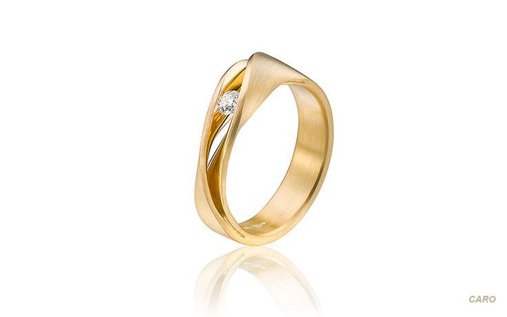 Droomring met een briljant van 0,11 crt. Deze geelgouden trouwring staat weergaloos elegant aan je hand!