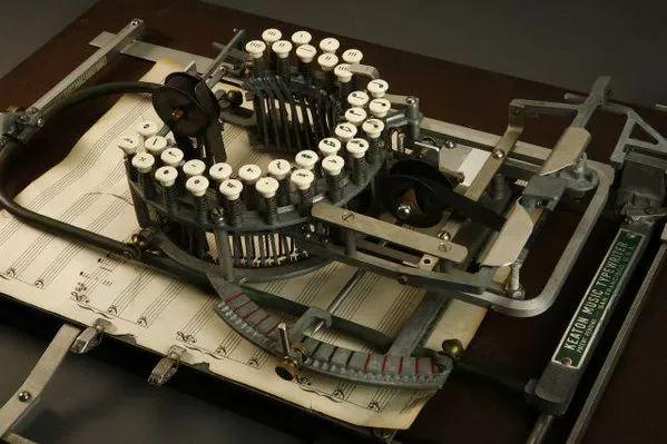 楽譜用タイプライター