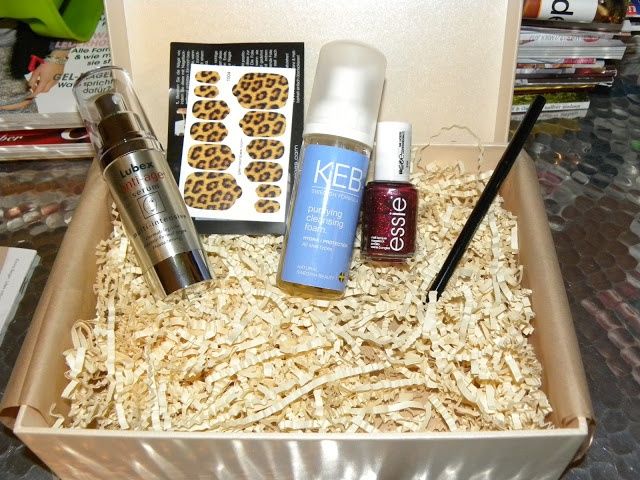 JUSTiBeauty Blog: Glambox Dezember 2012   enthält: Lubex anti-age serum