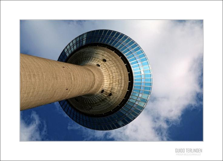 Düsseldorf germany rheinturm wunderbare aussicht auf die rheinpromenade fantastic view on