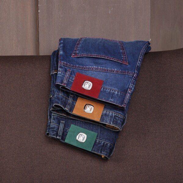Культ денима! Джинсы JM by Johnny Manglani выполнены из японского денима дополнены яркими патчами( этикетками) медальонами с монограммой JM пуговицами и застёжками ювелирной работы а на внутренней стороне пояса ручная вышивка.  Эксклюзивно в бутиках Uomo Collezioni. Цена по запросу 7(967) 006 54 28 #JM #uomocollezioni #uomostyle #uomoguide