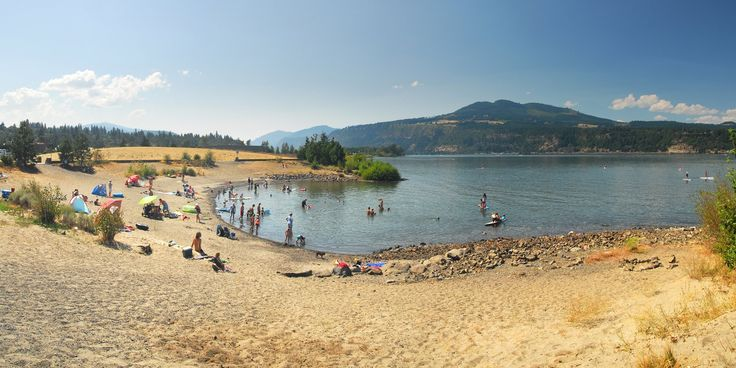 Hood River Riverfront Park beach on the Columbia River.- Oregon's 25 Best Swimming Holes