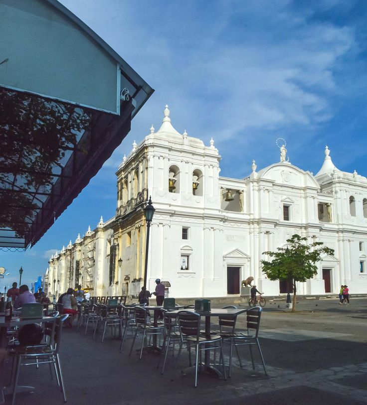 El Sesteo and León Cathedral, Nicaragua | heneedsfood.com