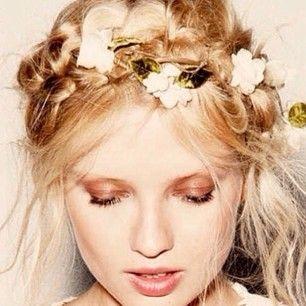 Kapsel + bloemen + make-up