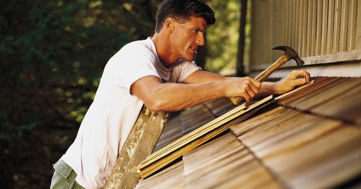 Como fazer um orçamento para telhado. Muitos fatores podem influenciar os custos da construção ou reparo de um telhado. Deve-se levar em consideração a área da cobertura, a inclinação do telhado, a dificuldade de trabalho sobre ele e o preço médio da mão de obra na região. Com todas essas informações em mãos, o orçamento pode ser estimado facilmente. Geralmente, os custos dos ...