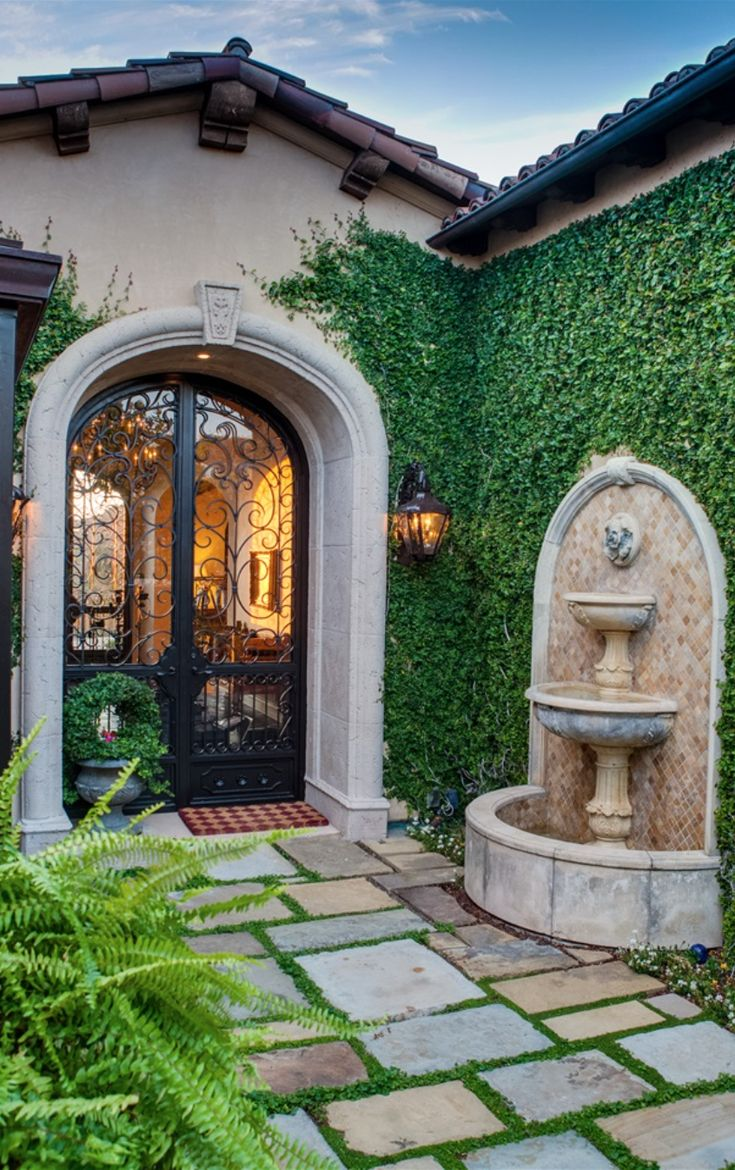 25 best front courtyard ideas on pinterest for Front yard courtyard design