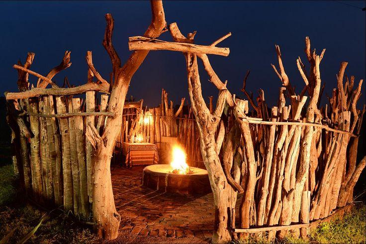 Verkeer gesellig onder die Afrika-sterrehemel by IKhaya in Dinokeng Wildreservaat