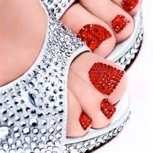 I should have done this to my toes for prom last year. Would have matched my dress perfectly!