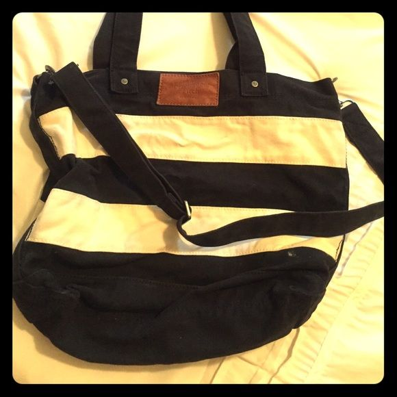 ABERCROMBIE AND FITCH TOTE Navy blue and white striped over the shoulder tote!! Abercrombie & Fitch Bags Totes