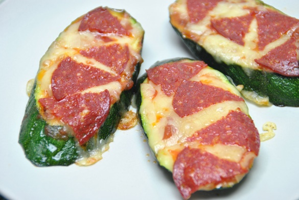 Pizza de calabacín. no lleva harina, ideal para una dieta sin gluten o como recetas para niños. --> Zucchini Pizza. has no flour, ideal for a gluten-free diet