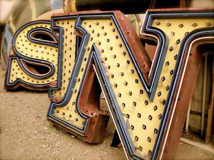 Vegas JunkyardLas Vegas, Neon Signs, Vegas Theme, Old Letters, Vintage Signs, Fashion Blog, Lasvegas, Old Signs, Vintage Vegas