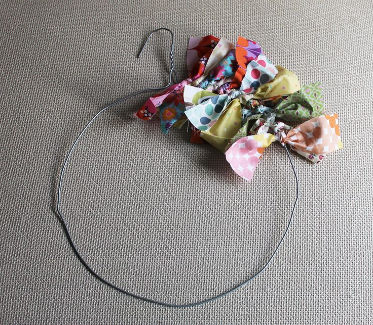 Rag wreath in the colors of the kitchen