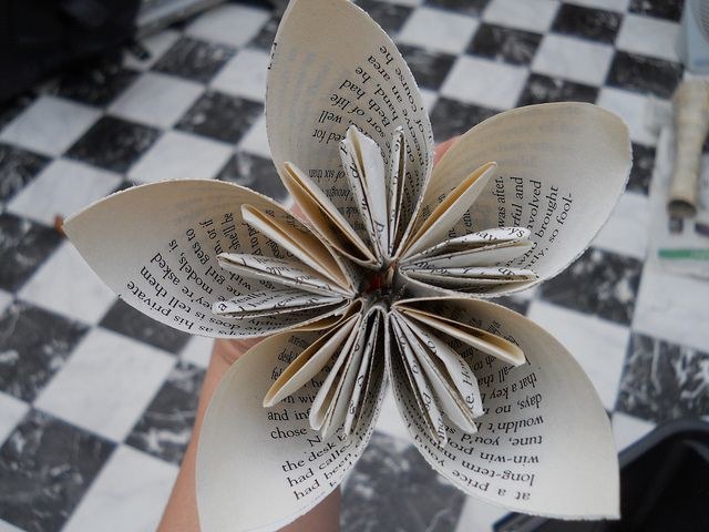 Here's a how to on really cool looking paper flowers.: Bitchy Brides, Flower Tutorials, Brides Blog, Book Pages, Wedding Flowers, Paper Flowers, Origami Flower, Flower Types, Crafts