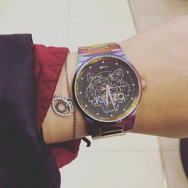 Trochę szaleństwa w miłości. #love #date #stylizacja #women #kenzo #watch #zegarek #colourful #butikiswiss #dlaniej
