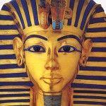 Tutankamón debido al incesto de sus padres habría heredado un cuerpo femenino, un pie cavo y dientes de conejo, señalan nuevas investigaciones.