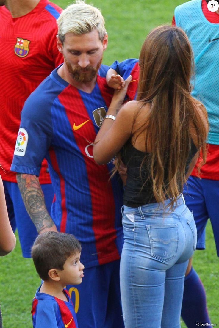 Lionel Messi, sa femme Antonella et leurs enfants Mateo et Thiago - Match FC…