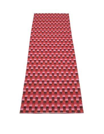 Mose teppe rødt fra Pappelina hos scandinaviandesigncenter.no
