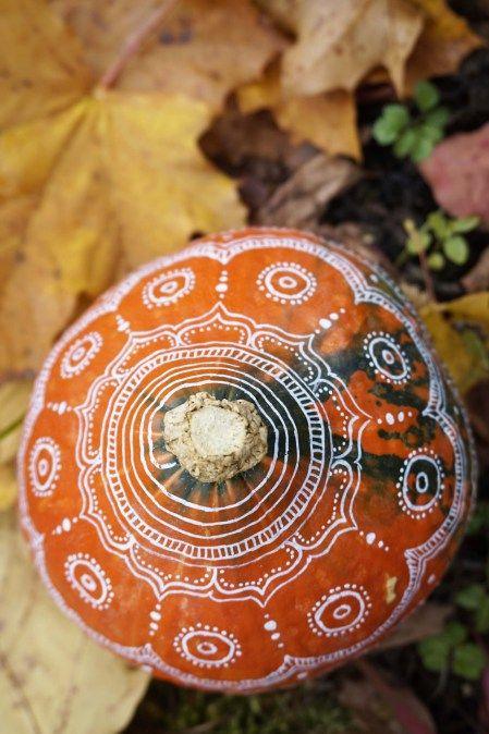Herbstdeko mal anders – DIY bemalte Kürbisse | Der Schlüssel zum Glück | Interior Design für Jedermann