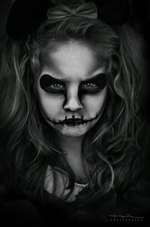YES! Kid Halloween skull makeup - I need to borrow my niece and nephew for this. by proteamundi