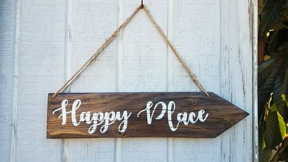 Custom Handmade Rustic Sign Happy Place wood sign, Arrow Wood Sign, Rustic Sign, Direction Wood Sign, Rustic Home Decor, Inspirational Quotes, Happy Place sign, Wedding Directional Sign, Custom Wood Sign, Country house decor , Farmhouse style, wood diy , Home Decor , Rustic Wall hangings , Rustic style , gift idea #woodsign #reclaimwood #homedecor #etsy #etsyseller #homemade #housewarming #quotes