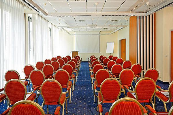 Eines der Konferenz- & Seminarräume   H+ Hotel Berlin Mitte