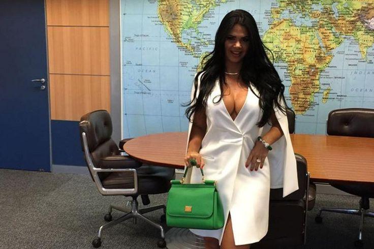 http://zh.clicrbs.com.br/rs/noticias/noticia/2016/04/mulher-de-novo-ministro-faz-ensaio-de-fotos-como-primeira-dama-do-turismo-do-brasil-5786439.html