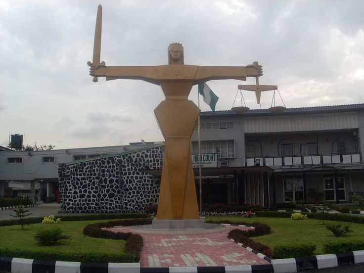 Gunmen break into Imo court set suspect free   Unknown gunmen on Friday invaded the premises of a high court in Owerri Imo state capital subjugates the securities and setting free a kidnap suspect identified as Henry Chibueze. Officials had reportedly brought the suspect also known as Vampire to court alongside some other inmates. unexpectedly the gunmen arrived the court numbering six storm the place engaging security operatives in a shootout with atleast five persons seriously injured. An…