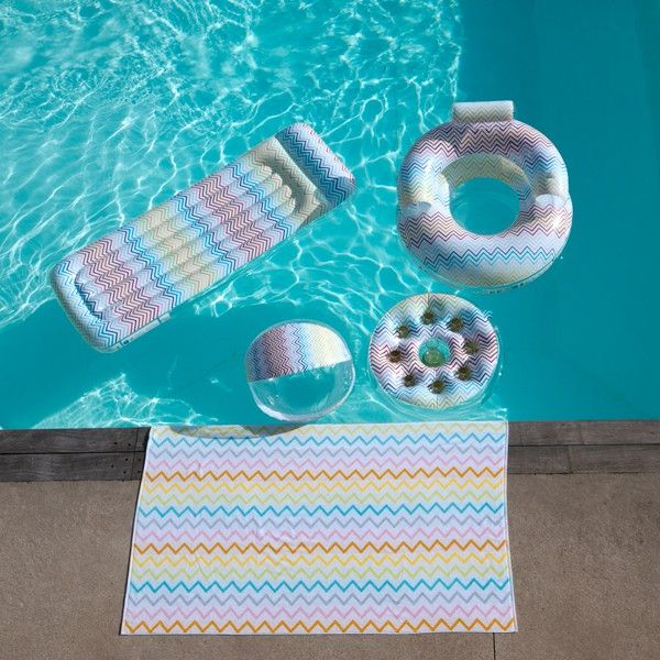 Matelas gonflable piscine Zig Zag #détente#outdoor#extérieur#ambiance#déco#summer#accessoires#jardin#LaBoutiqueDesjoyaux