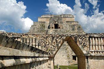 Det finns mycket att se i Chichen Itza, men du får inte missa: - Casa Colorada - Den skäggiga mannens tempel  - Den höga prästens grav