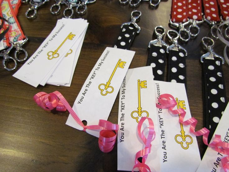 A fun way to celebrate those that have made an impact on your business!  #thirtyonegifts