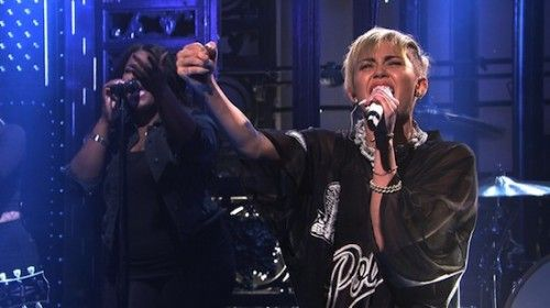 Miley Cyrus hosted Saturday Night Live last night. Here's footage from her musical set as she performer his new singles 'Wrecking Ball' & 'We Can't Stop'. Also check out her monologue. Related Posts Album Stream: Miley Cyrus – Bangerz (1) Music Video: Mike Will Made It Ft Miley Cyrus, Wiz Khalifa & Juicy J – [...]