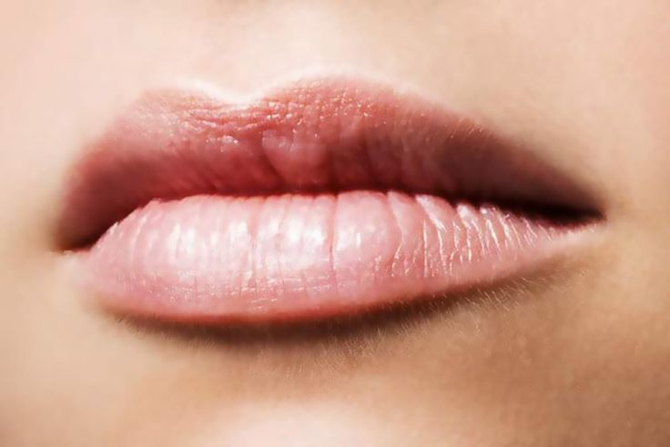 How to Remove Tan From Lips