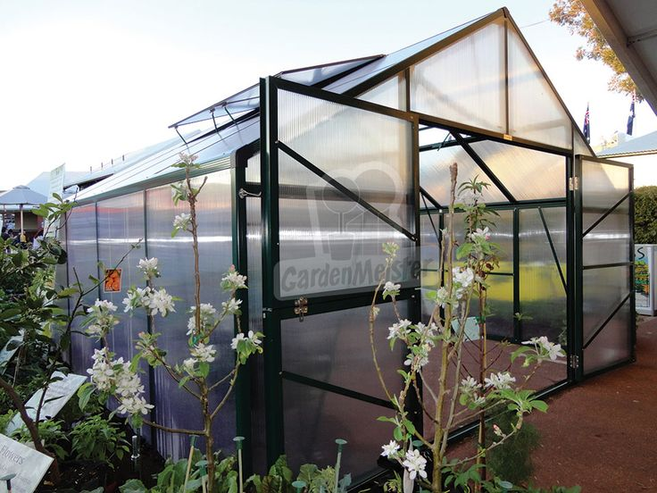 The Elite greenhouse is the widest greenhouse there is. It has a with of 406 cm.