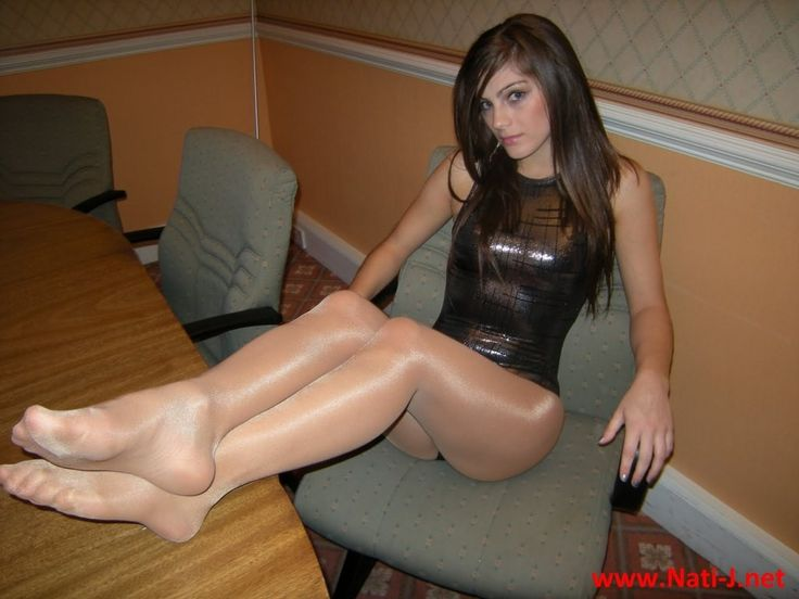 T-girl pantyhose fetish