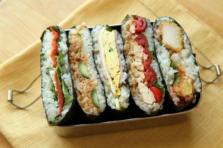Les onigiri おにぎり sontla réponse japonaise au sandwich!Une boule (ou un triangle) de riz fourré à la prune salée, aux algues ou au saumon… les variations sont infinies! En 2015 le onigiri es…