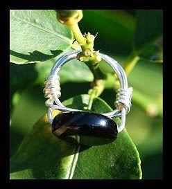 ΚΟΣΜΗΜΑΤΑ ΜΕ ΧΑΝΤΡΕΣ: Δαχτυλίδι με σύρμα και χάντρες! Φτιάξτο μόνος σου