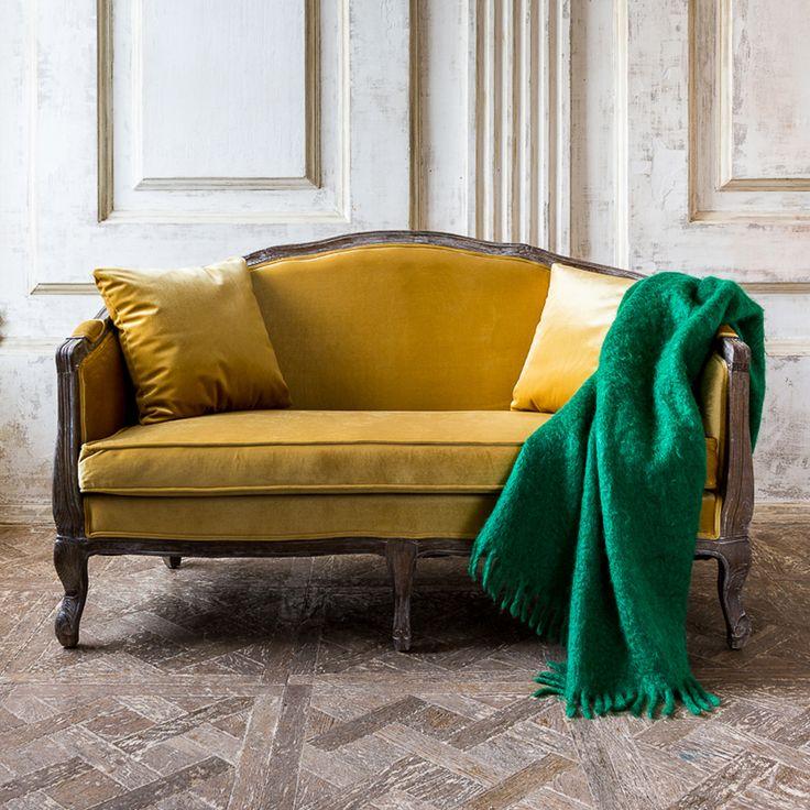 """Организуйте свое место отдыха по собственному вкусу. В этом Вам поможет уютная софа """"Прованс"""" богатого золотого цвета из велюровой ткани. Роскошная софа рассчитана на 2 места, имеет удобное сидение, пару подушек и идеально впишется в небольшую комнату. #мебель, #мягкаямебель, #диван, #софа, #французскийстиль, #интерьер, #sofa, #divan, #lounge, #couch, #settee, #furniture, #objectmechty"""