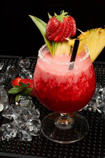 Un goût d'exotisme dans ce #cocktail acidulé ! Citron vert, #fraise, #ananas et orange...