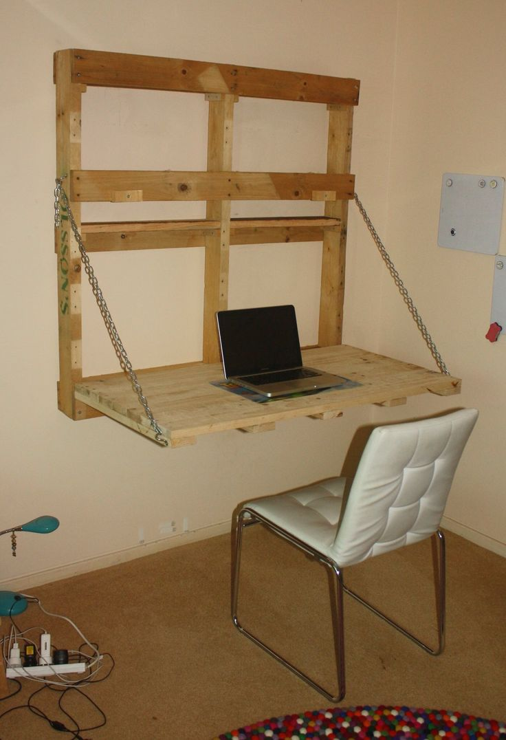 Brianna's new desk made from a single shipping pallet.