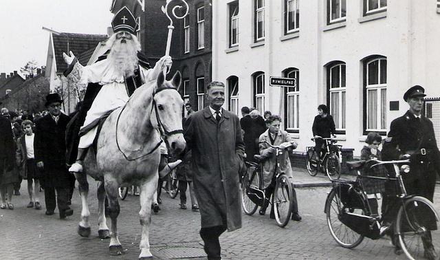 De intocht van Sinterklaas in Boxmeer, 1959, via Flickr.