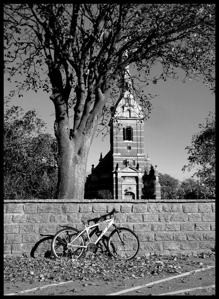 https://flic.kr/p/vRSoir   Broken Bicycles   Stora Hammars kyrka - Höllviken