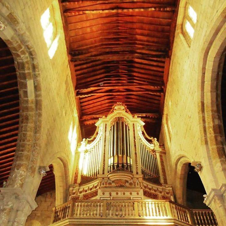 Fotografía Igreja de Nossa Senhora da Oliveira en #Guimaraes (#Portugal) http://bit.ly/26JxYex