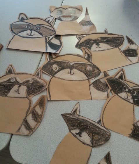 This is a really adorable raccoon project that I knew would be perfect for my Grade 3's.    I found the lesson HERE  on the ARTventurou...