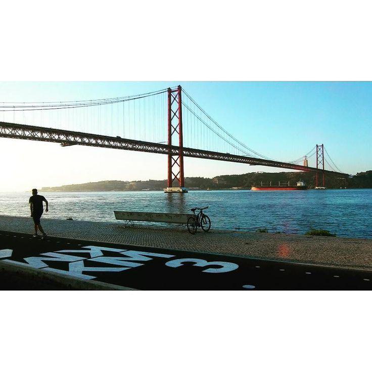 Day break  #sundaymood #sunrise #skycolors #fromwhereweride #cycling #morningride #cyclistlife #wymtm #girlsonbicycles #girlpower #lightbro #goodmorning #goodmorninglisbon  #landscape #water_brilliance #waterripples  #pedalaremlisboa #riotejo #bicicleta #bikelove #bici #bicycle #beautifullisbon #river #sunny #cyclingshots #lisboa  #ponte25deabril #riotejo