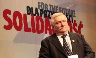 """Lech Wałęsa –  współzałożyciel i pierwszy przewodniczący """"Solidarności"""", opozycjonista w okresie PRL. Prezydent Rzeczypospolitej Polskiej w latach 1990–1995, laureat Pokojowej Nagrody Nobla."""