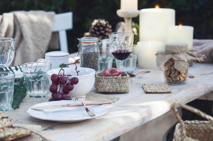 Detalles decorativos de muy mucho para mesas al aire libre o interior #muymucho #estilismo #decoración #hogar #velas #vajilla #cubertería #cristalería