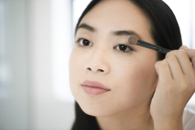I share my best makeup artist secrets to applying eye makeup. Find out how to warm your lash curler, why primer is a must and the secret to making eyes pop.